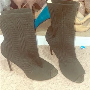 Chase + chloe green sock open toe boot size 8.5
